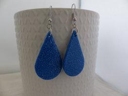 Handmade blauwe druppel oorbellen met glitter
