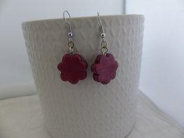 Handmade bloemetjes oorbellen - metellic paars/roze