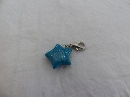 Handmade turquoise glitter ster bedel - klein
