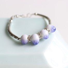 Armband keramiek kraal paars/wit