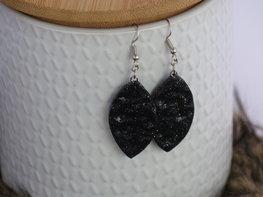 Handmade ovalen oorbellen - Little black one