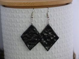 Handmade wiebertje oorbellen - Little black one