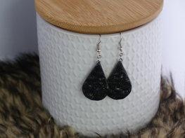Handmade druppel oorbellen - Little black one