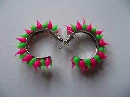 Rubber spike oorbellen Neon groen/neon roze