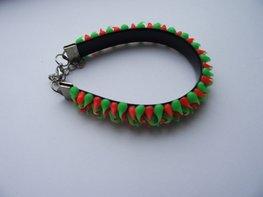 Rubber spike armband neon groen/neon oranje