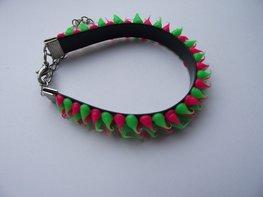 Rubber spike armband neon groen/neon roze