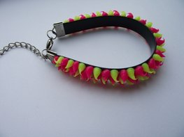 Rubber spike armband neon roze/neon geel
