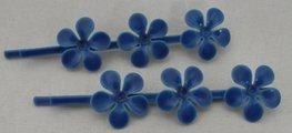 Schuifspeldjes met 3 metalen bloemen blauw
