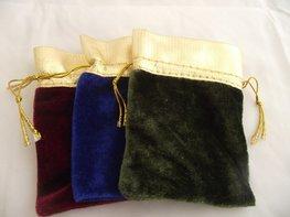 Velours cadeauzakje rood , groen of blauw