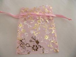 Organza zakje roze met gouden takjes