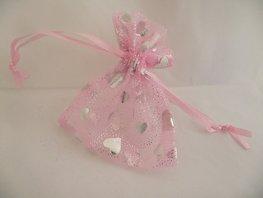 Organza zakje roze met zilveren hartjes