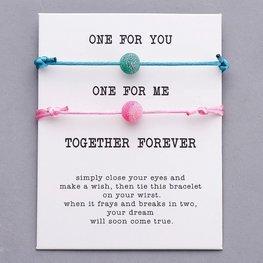 Giftcard met 2 armbanden  - Roze/Blauw