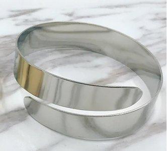 Upper armband breed zilverkleurig