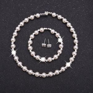 3 delige sieraden set met acryl parels en strass