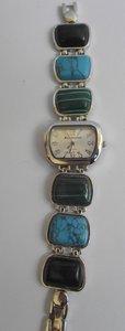 Horloge met blauw,groene stenen