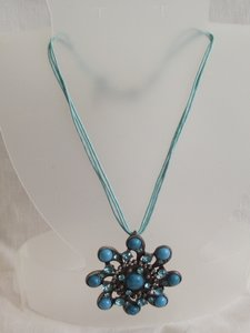 Korte blauwe ketting met hanger