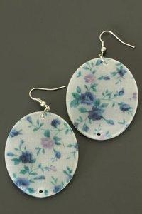 Oorbellen met blauwe bloemen print (ovaal)