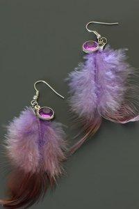 Paarse veren oorbellen