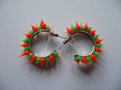 Rubber spike oorbellen Neon groen/neon oranje