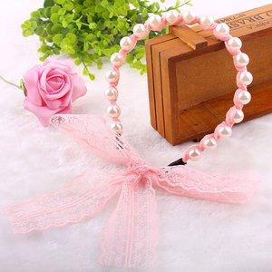 Haarband met parels en kanten lint - roze
