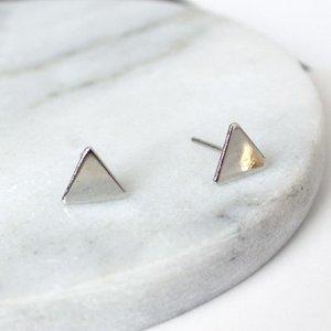 Oorknopjes driehoek zilver